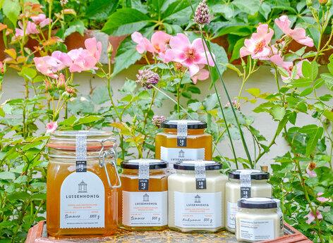 Honiggläser in ansprechender Gestaltung