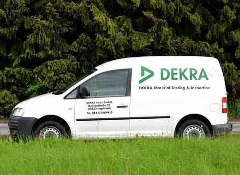 Caddy DEKRA mit Hochleistungsfolie beschriftet