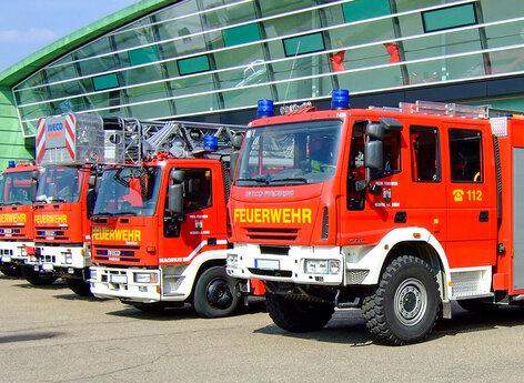 Feuerwehr Fahrzeug beschriftet mit Folie
