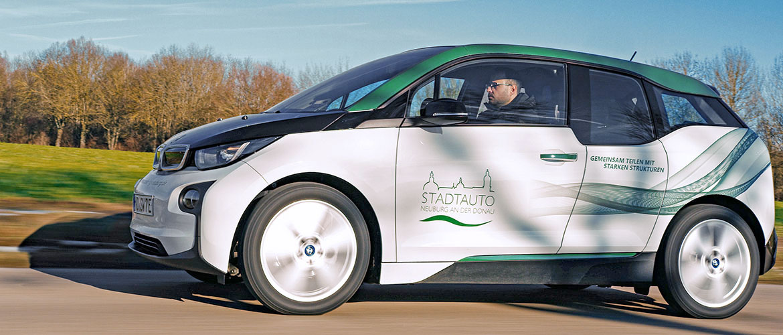 Beschriftung eines Carsharing Fahrzeuges für die Stadt Neuburg