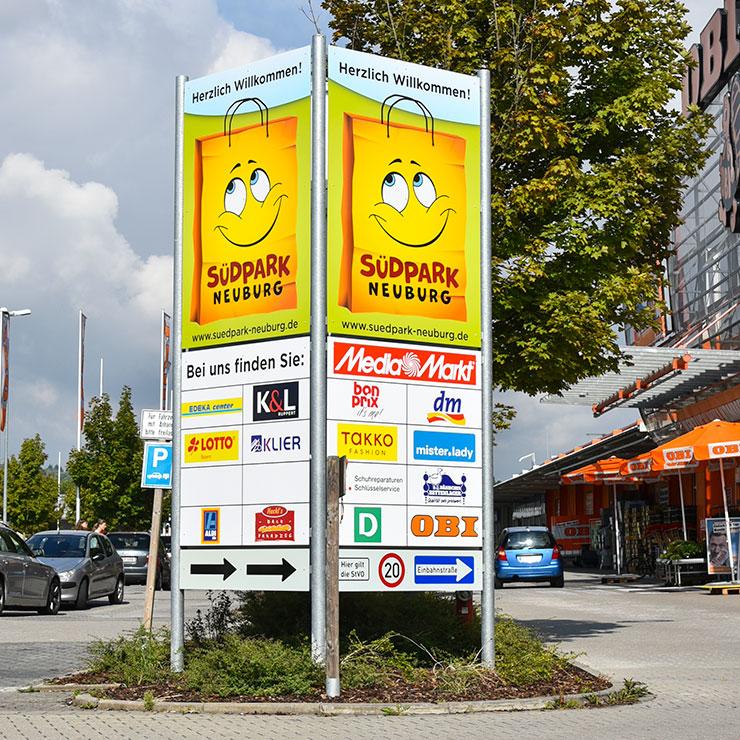 Schilder Leitsystem für Einkaufszentrum.