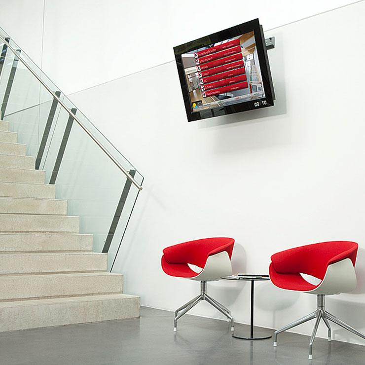 Informationssystem mit Flachbildschirm