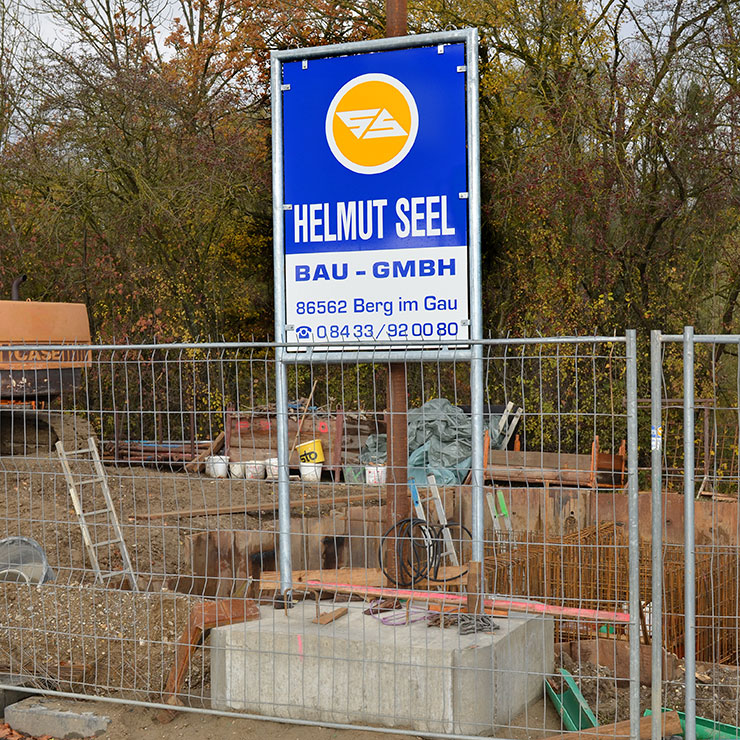 Baufirmen-Schild in Rohrrahmengestell