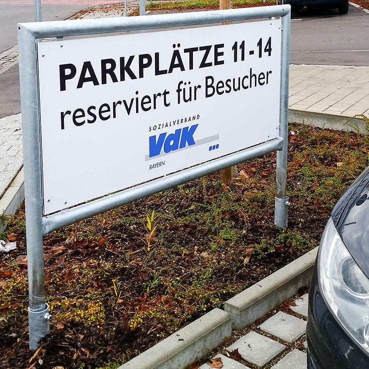 Kennzeichung von Firmen-Parkplätzen