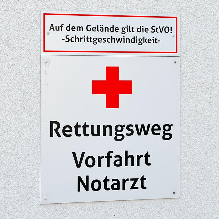 Schilder für Rettungswege und Feuerwehrzufahrt