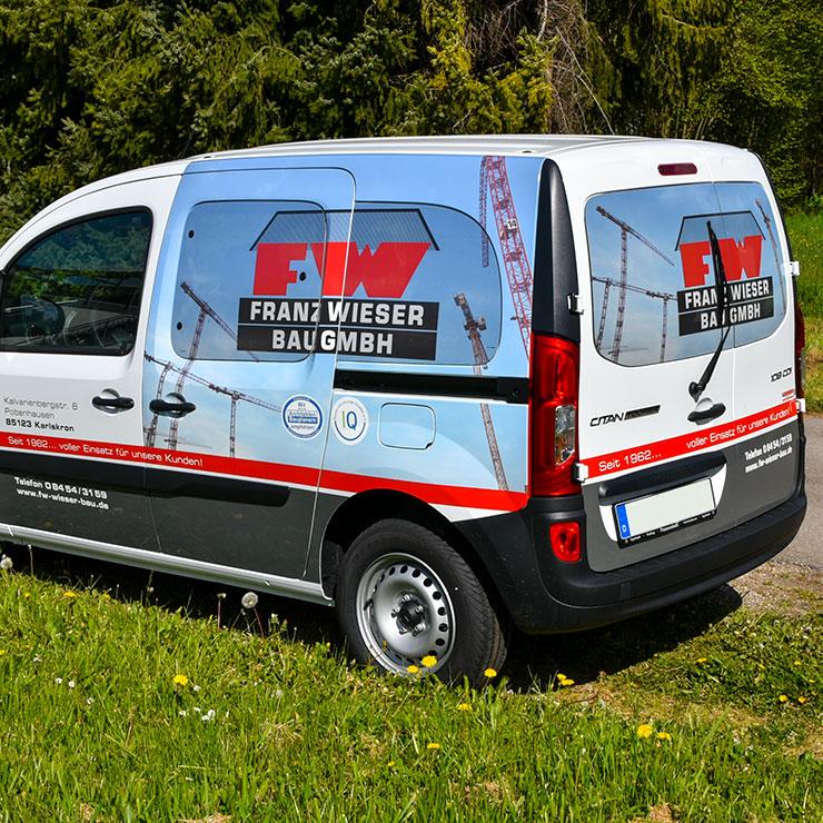 Fahrzeug-Vollverklebung mit Fensterlochfolie