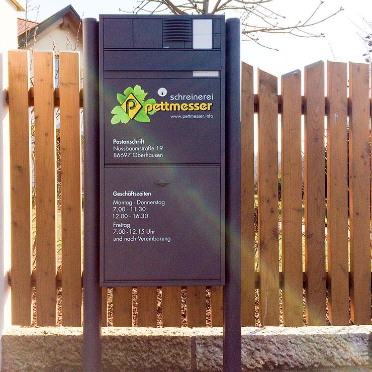 Beschriftung von Briefkasten mit Logo