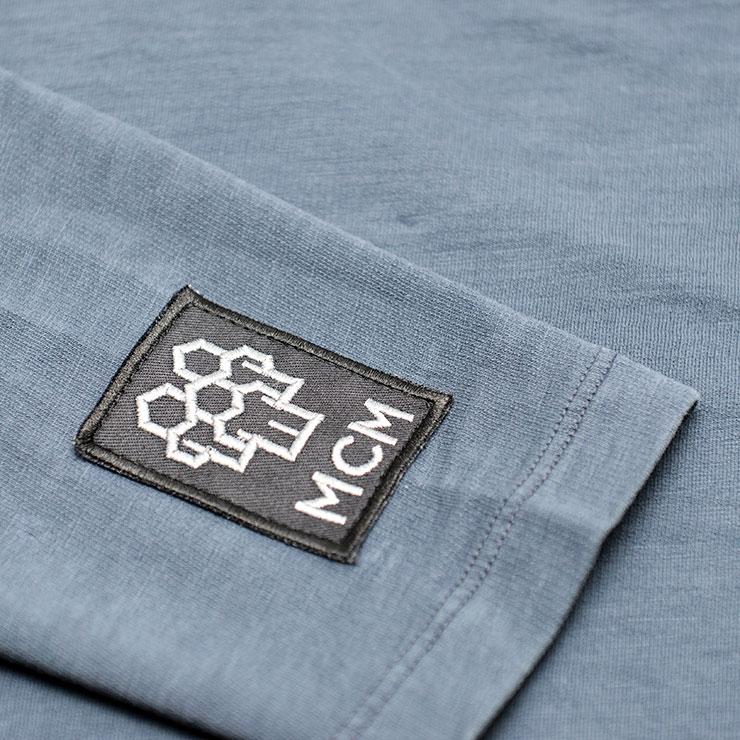 Shirt mit besticktem Stoff-Label