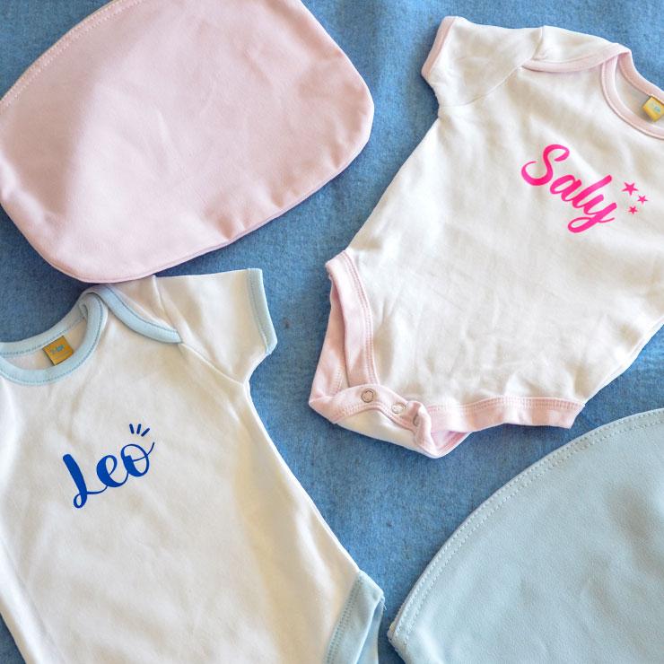 Mit Aufdrucken, Namen individualisierte Baby-Bodys