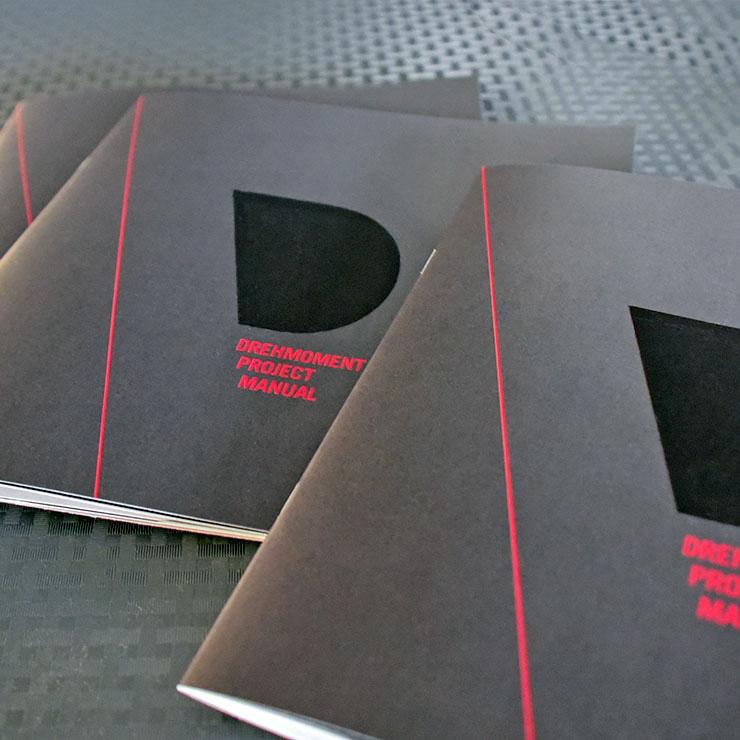 Broschüre Quadratisch mit partiellem Lack